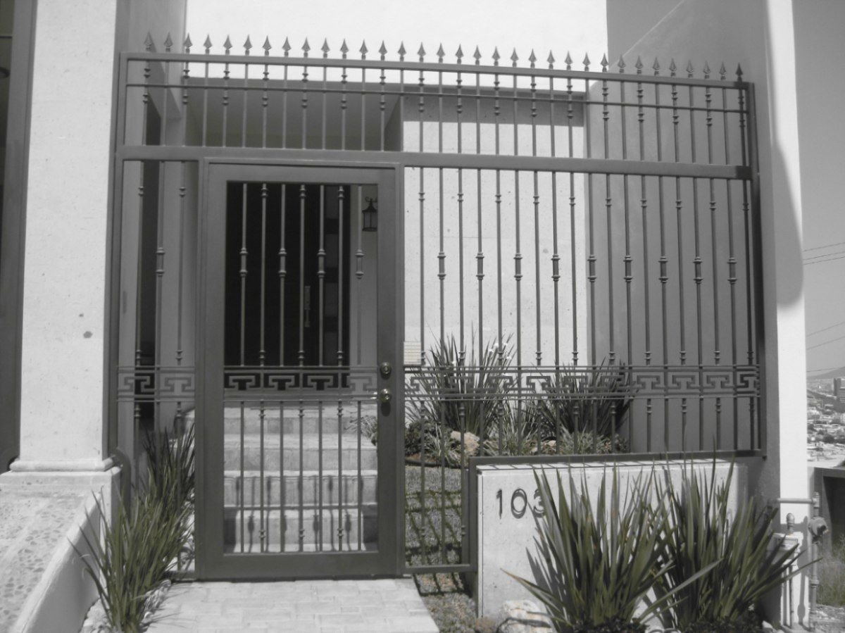 Herreria porton herreria pinterest fences gate and iron for Puertas de herreria para casa