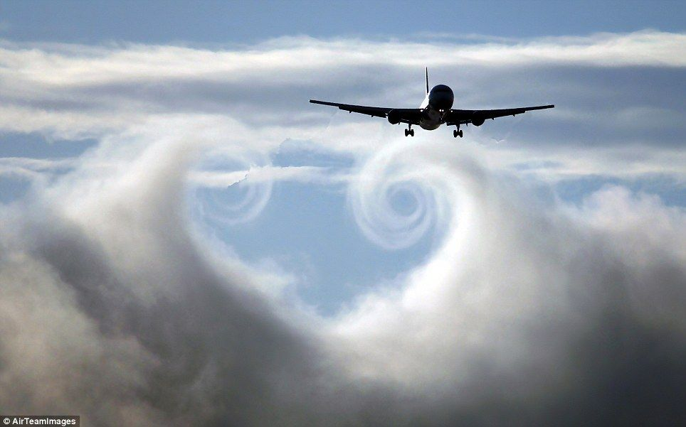 Holy smoke: Incredible images of vapour trails and cones ...