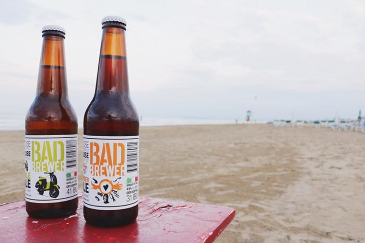 Finalmente è arrivata l'estate! Quale modo migliore per festeggiarla se non con due birrette in riva al mare?