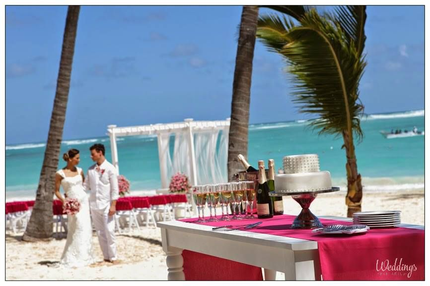 Karen Bussen's Romantic Mayan Pearl Package shimmers with lilies, tulle and Pearl accents #RivieraMaya #wedding