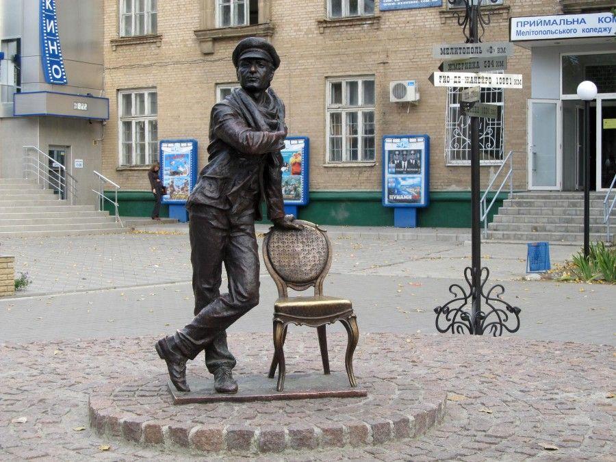 16 Памятник_Остапу_Бендеру_(Мелитополь)
