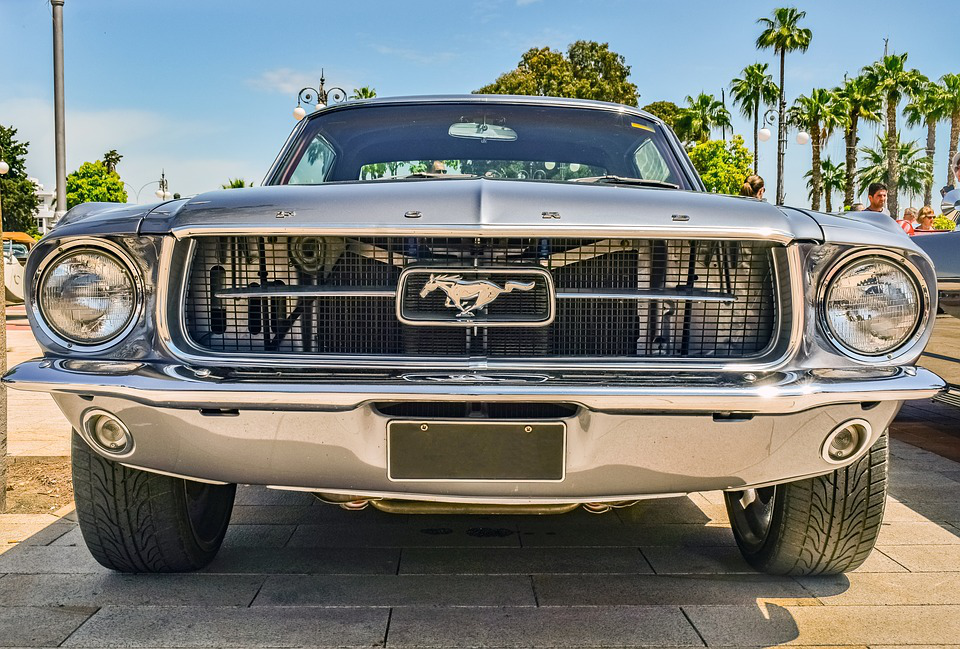 The Ford Mustang Is Accredited With Ushering In The Era Of Muscle And Pony Cars Vehicles Defined By A Short Tail A Fastba With Images Ford Mustang Pony Car Vintage Cars