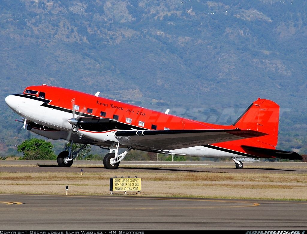 Coronel Enriqu: Douglas (Basler) BT-67 Turbo-67 (DC-3), Kenn Borek Air