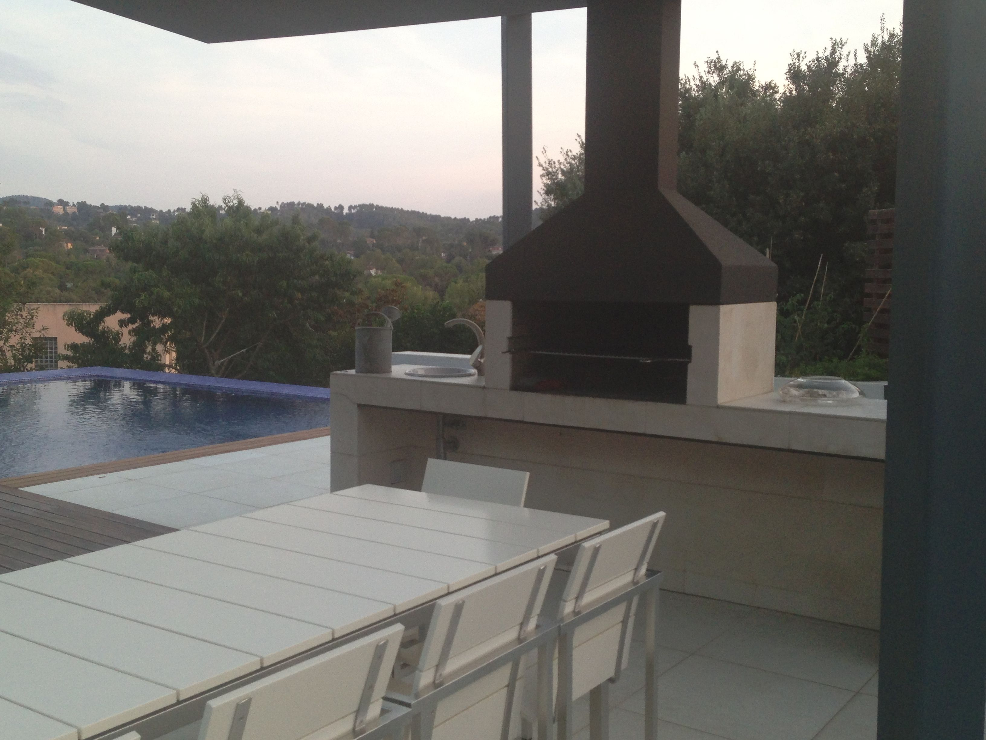 Barbacoa para disfrutar en el jardín | Parrillas y Quinchos ...