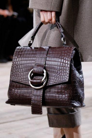 2e59b4034a40 Сумки 2016-2017: модные тенденции женских сумок сезона 2016-2017 с фото  моделей
