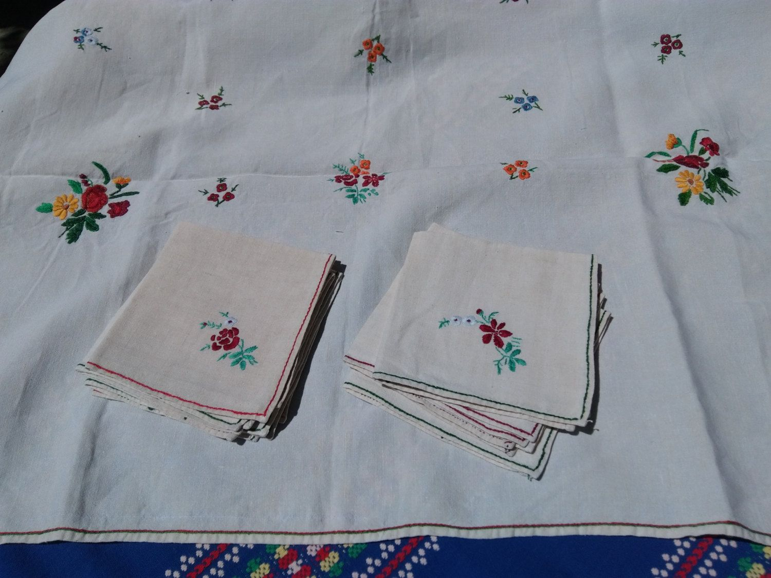 Vintage Round White French Tablecloth /& 6 Matching Napkins Floral Hand Embroideries #sophieladydeparis
