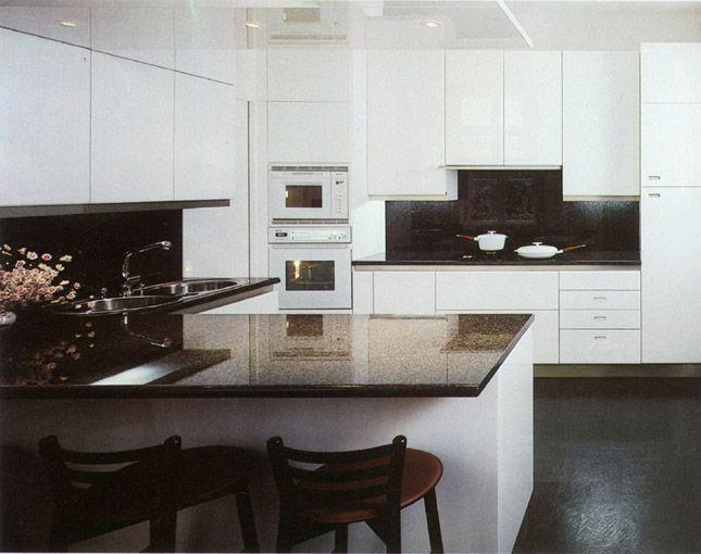 Cuisine de la marque Boffi avec épi formant bar, créée en 1988 - modele de cuisine americaine