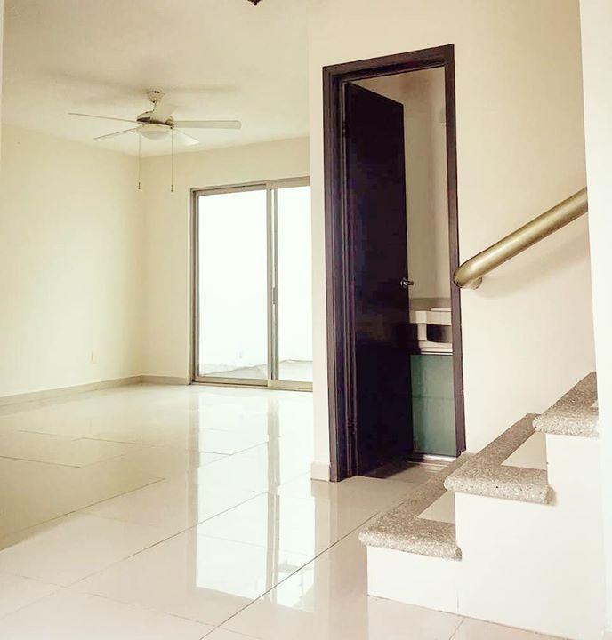 Preciosa casa de estilo minimalista en el fraccionamiento for Comedor completo a la meta