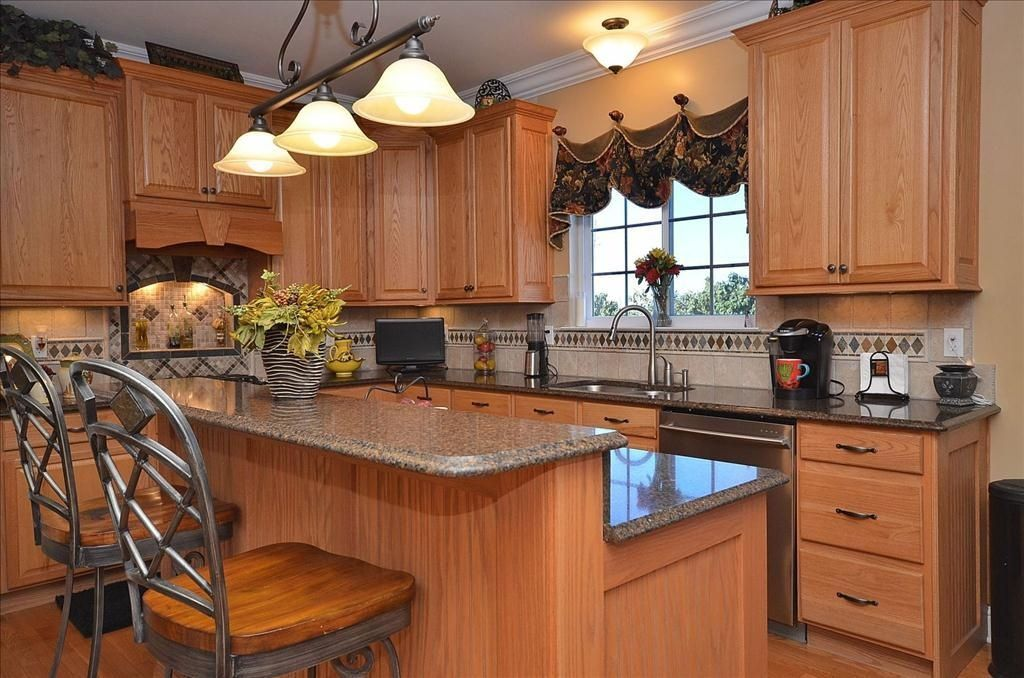 Best Traditional Kitchen With High Ceiling Custom Hood 400 x 300