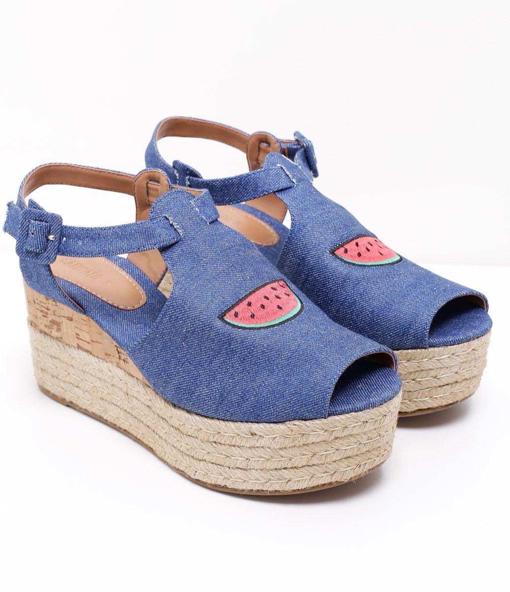 82fa4fe97 Sandália feminina Material: jeans Com bordado Marca: Satinato COLEÇÃO VERÃO  2017 Veja outras opções de sandálias femininas .