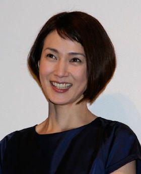 とてもキュートなボブヘアの安田成美さん。幅広い年齢層に人気で、48歳とは思えない若々しい魅力に溢れています。そんな安田成美さんの髪型の特徴は、何といっても短い