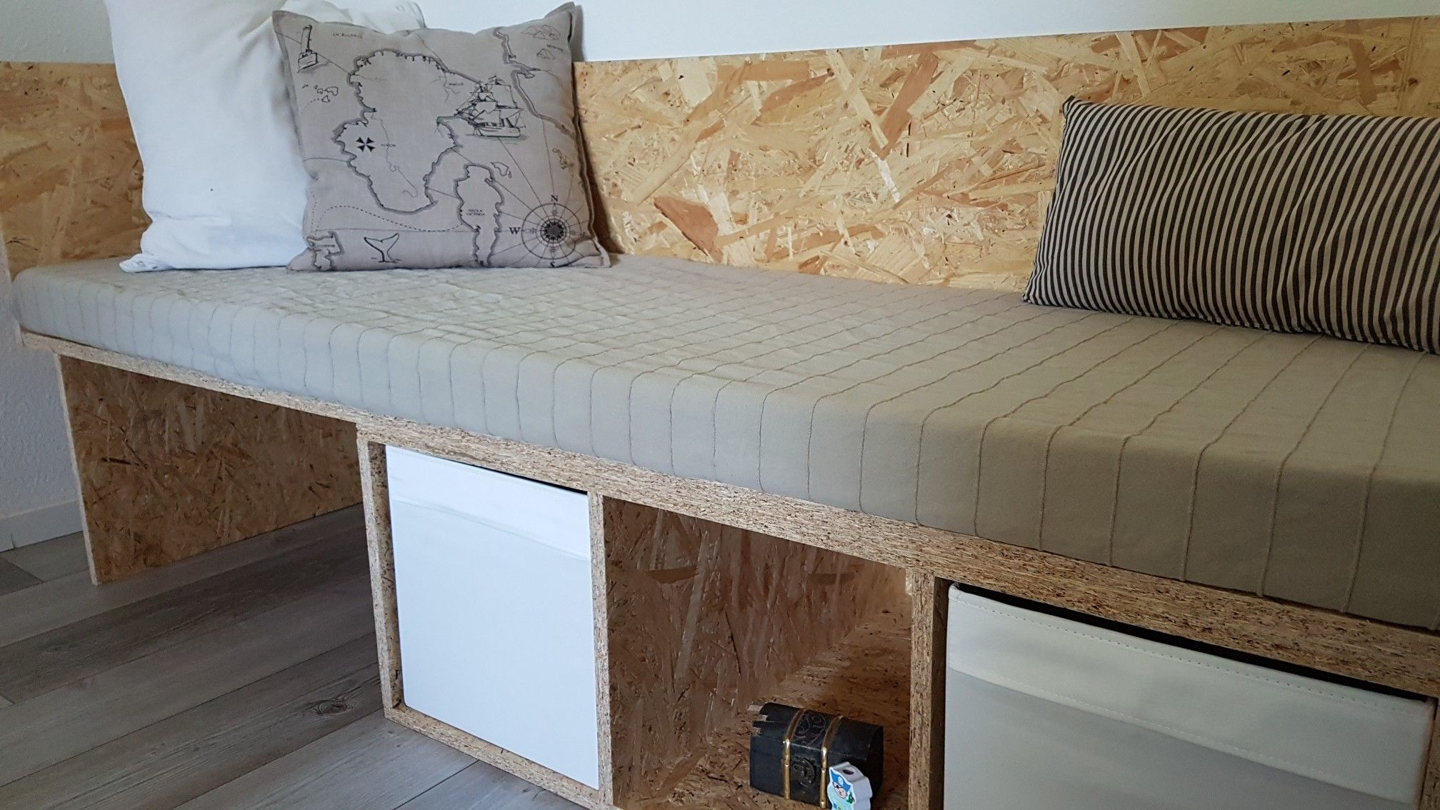 Raumpiraterie POOFEN Möbel selber bauen Bett selber bauen