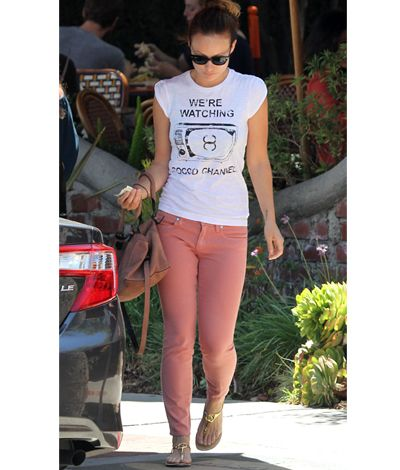 Celeb Street Style Spotlight: Colored Denim Olivia Wilde – The Frisky