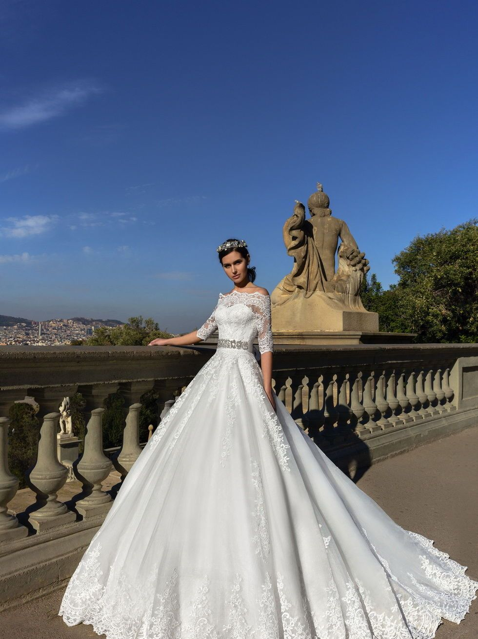 Beautiful wedding dress with bare shoulders and sleeves | goods from ...