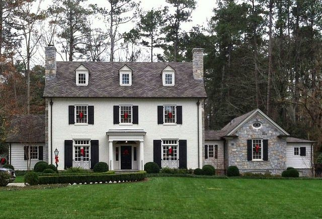 Things that inspire a classic white house black for Black stone house