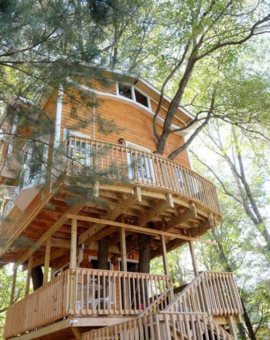 Grandfather builds his grandchildren a soaring, three-story treehouse that's more like a luxury cabin | Inhabitots