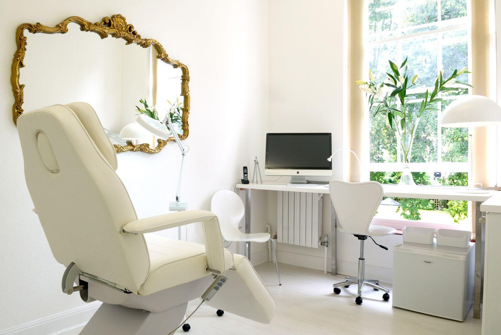Aesthetic clinic decoration penelusuran google room for Beauty treatment room decor ideas