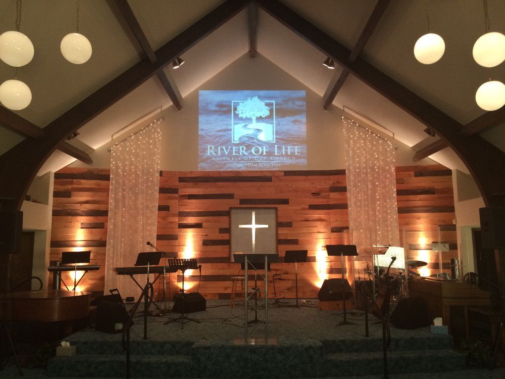 Pallet and lights stage backdrop | Church Stage Design Ideas ...
