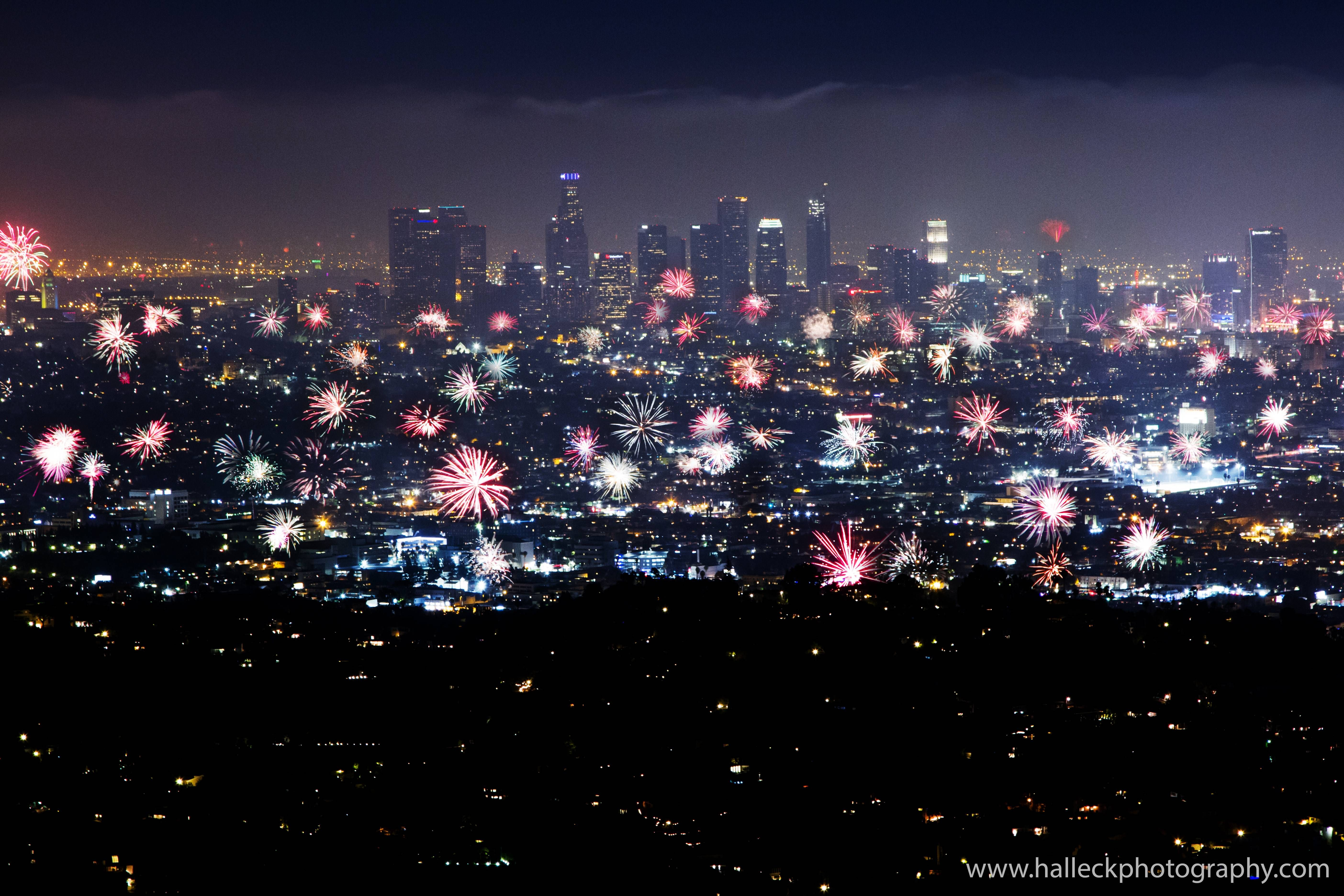 10 Minutes worth of fireworks over Los Angeles in one photo