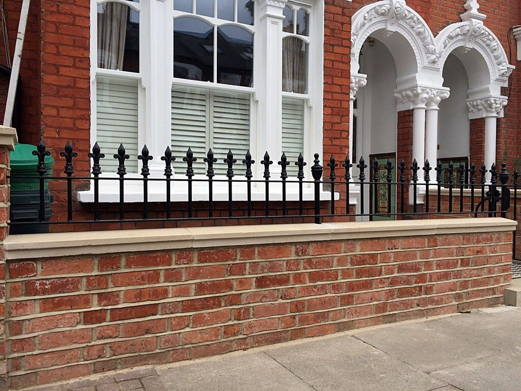 Image from http://flowergardengirl.co.uk/wp-content/uploads/2015/04/clapham-battersea-red-brick-wall-with-coping-caps-and-20mm-rail-london-1024x768.jpg.