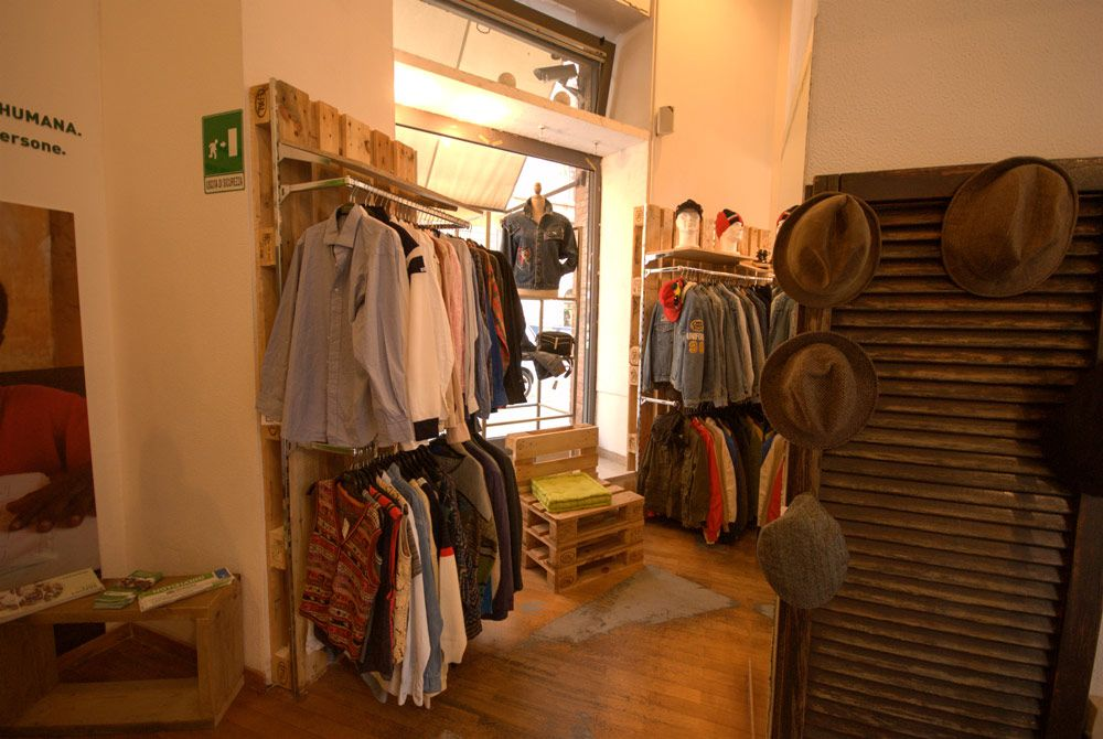 online store 64096 9549e Arredamento Negozio Humana - Abbigliamento Vintage Roma ...
