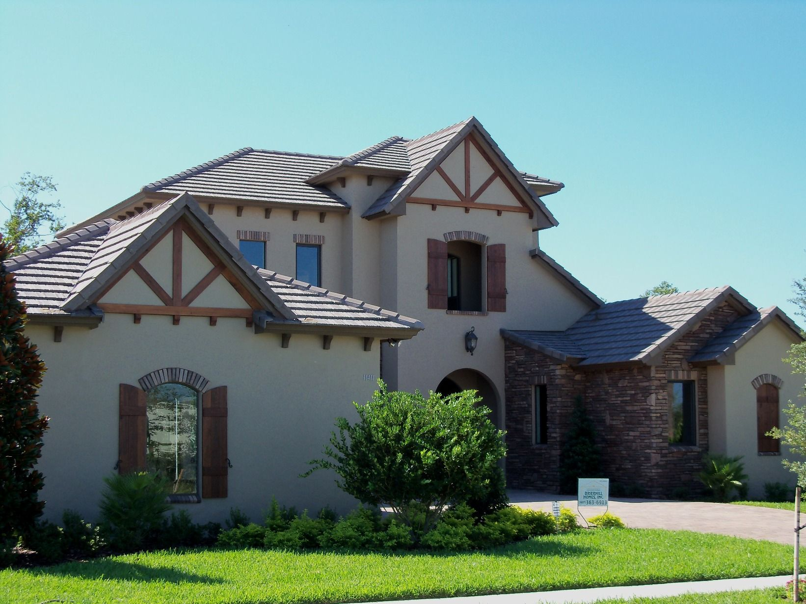 Golden Eagle 1687 Brown Gray Range Windemere Fl Not All Colors And Profiles Available In All Regions Concrete Roof Tiles House Styles Tile Installation