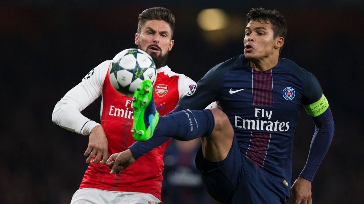 Olivier Giroud and Thiago Silva  Arsenal 2 PSG 2: Gunners slip to second in Champions League Group A after thrilling Emirates draw.   #AFCvPSG @TheArsenal vs #ParisSaintGermain #AFC #COYG #Gooners #Gunners #UCL #PSG