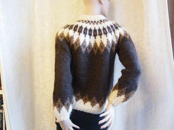 d41036c6 Flott håndstrikket genser kjøpt på Island på 70-tallet. Strikket i tykt  entrådet islandsgarn