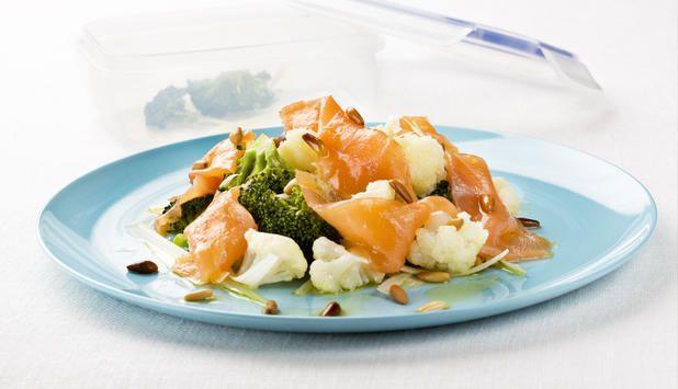 Ensalada de Salmón Noruego ahumado con brócoli y coliflor (hazla sin piñones y es apta para Crucero PV de la dieta #Dukan)