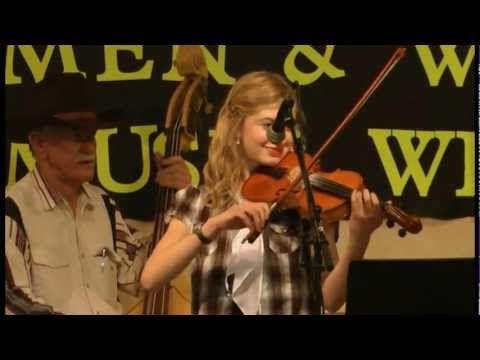 Old Spinning Wheel Medley - 13 year old Susanna Heystek in Concert