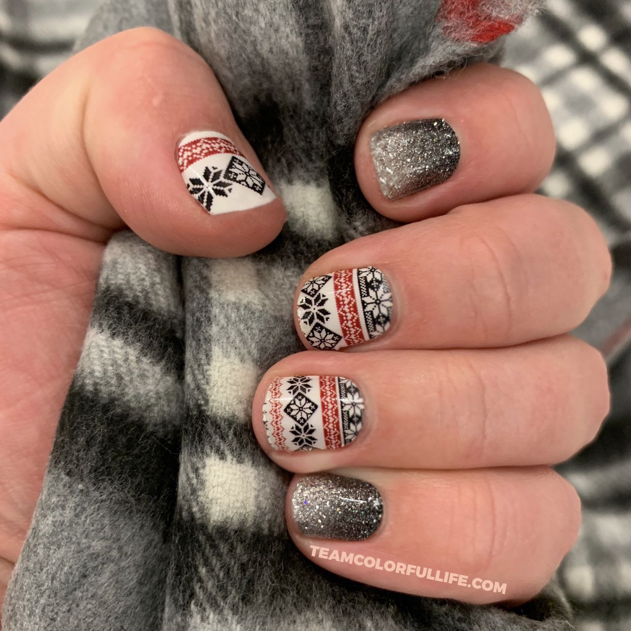 Jessica Christmas Nails: Color Street Fleece Navidad With Underground Magic