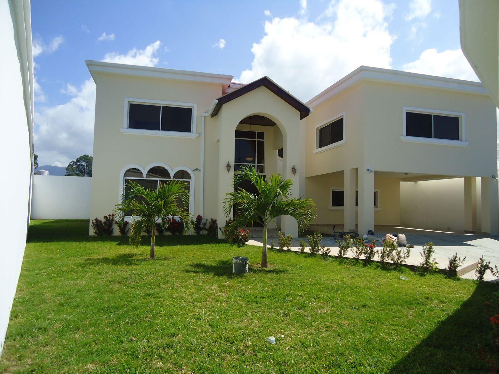 bella casa en venta ubicada en resd el Toronjal aqui en la ceiba