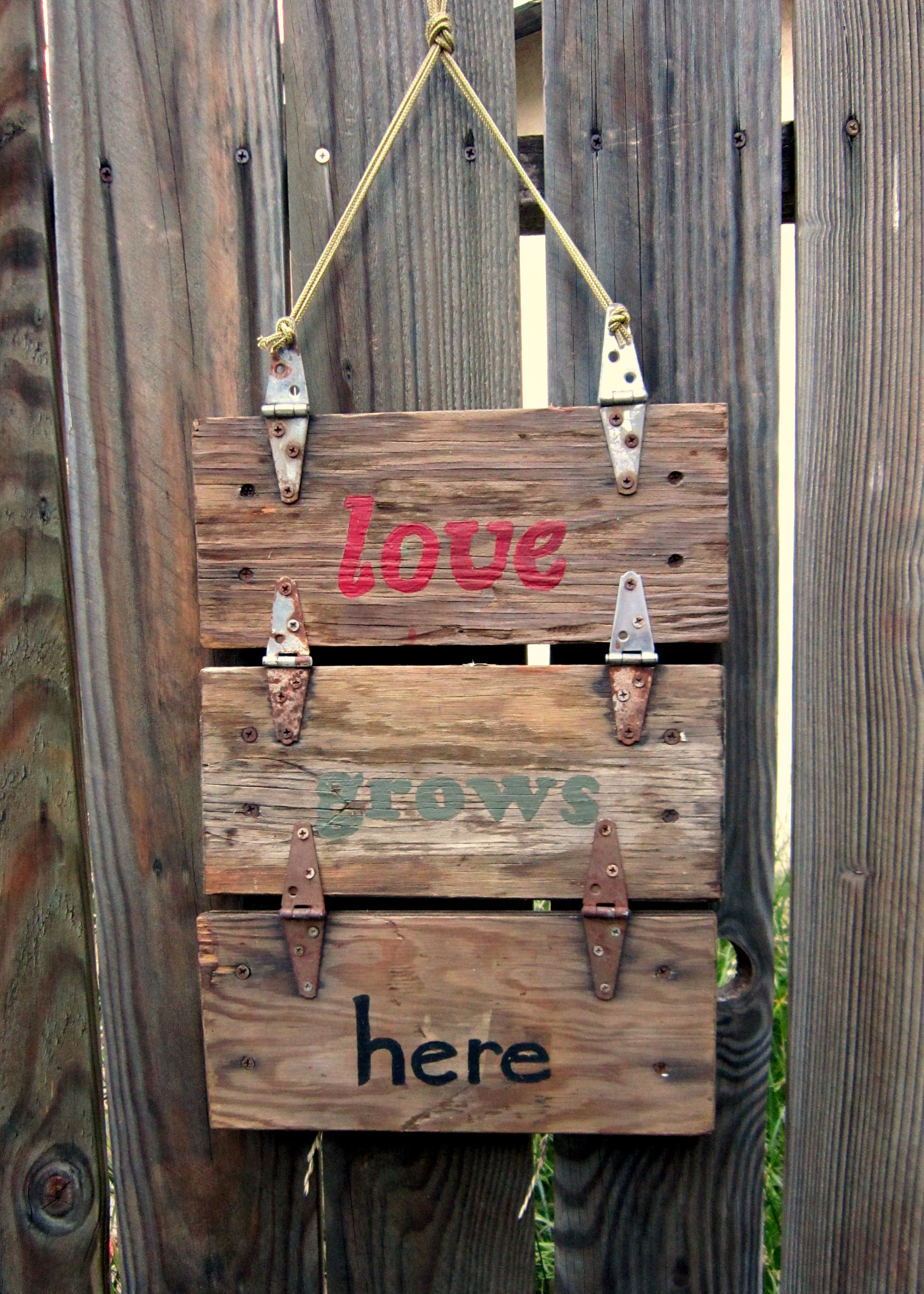 Garden Sign I Made With Lids From Rustic Re  Purposed Wooden Machine Tool  Boxes. I Love The Rusty Hinges. #diy #garden #inspiration