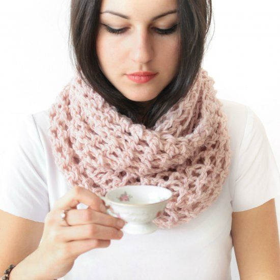 Finger crochet an extremely easy infinity scarf for beginners. Use ...