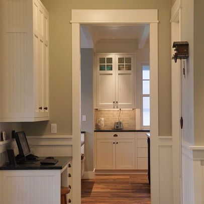 Pin By Erin Jungslager On Ideas Craftsman Style Kitchens Craftsman Interior Craftsman Interior Design