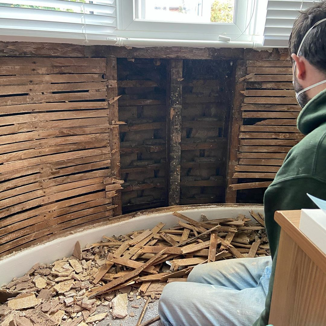 Removing the old plaster and wooden laths ready for the kingspan #woodenlath #1930house #1930semi #renovation #renovationproject #diy #diyhomedecor #oldhouse #interiordesign #bedroomdecor #doityourself