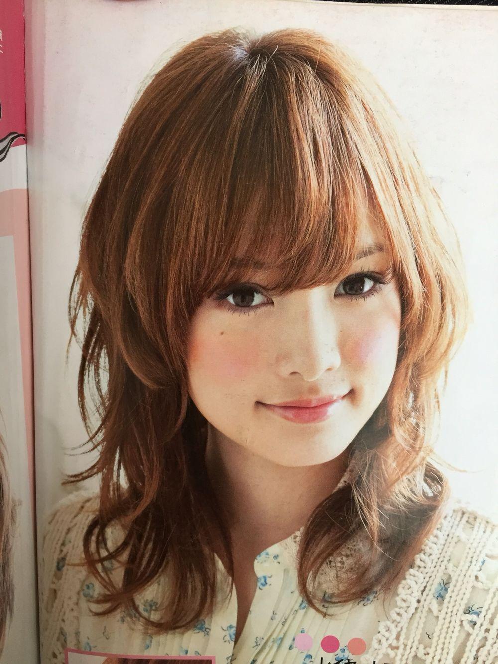 ミディアムウルフ 梨花 髪型 ウルフ カット ミディアム 髪型 40代