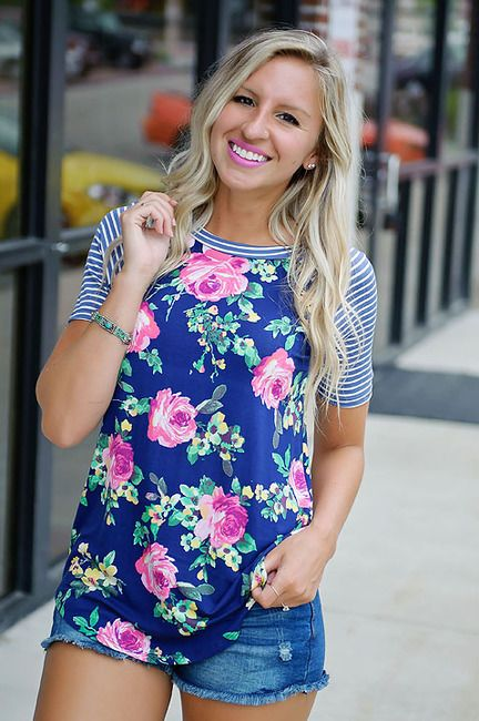 I like the use of two patterns and the length/cut of this tee. Cute jean shorts too!