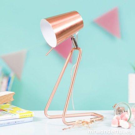 Lámpara de sobremesa de color dorado  #mrwonderfulshop #home #accesorios #lámpara #lamp