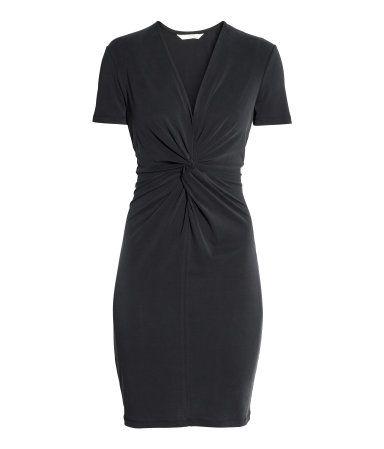svart klänning med ärm