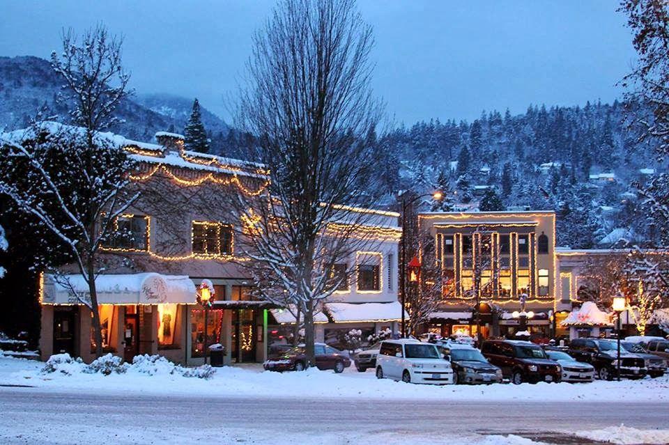 ashland oregon snow | Downtown Ashland, Oregon in December snowstorm. Photo by…