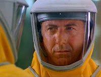 5 februari 2012: Epidemie. Foto: Dustin Hoffman als Sam Daniels in Outbreak, de film op basis van het gelijknamige boek door Robin Cook over een zich snel en onbeheersbaar uitbrekende epidemie