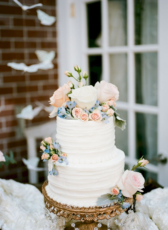 fresh flowers on cake tips