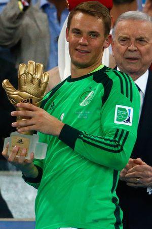 58927a057e7 Manuel Neuer wins the Gold Glove