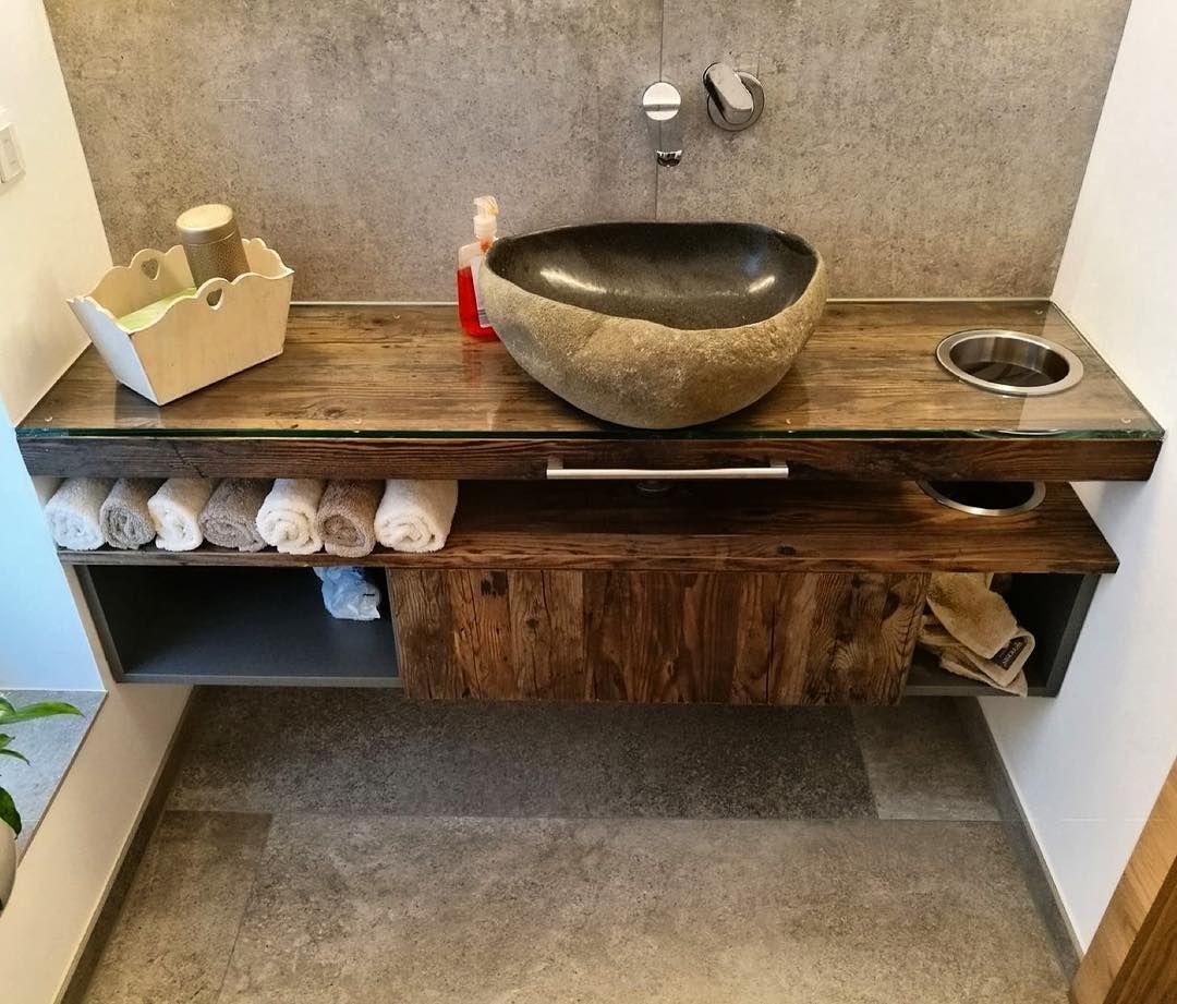 Waschtisch In Altholz Mit Gehackter Oberflache Bathroom Badezimmer Waschbecken Waschtisch Badmobel Bathroomdesign Badezimmerdesign Handmade Einzelstuc