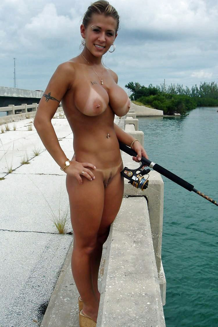 Women that fish nude