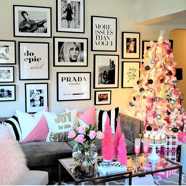 G L A M Christmas!!! By @homeandfabulous #christmas #christmastree #interiors #interiordesign #luxuryhomes #relationshipgoals #glam #sparkle #storybookbliss #inspiration
