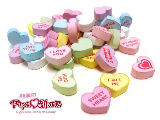 St-Valentin oblige (c'est déjà demain !), voici un papertoy trop kawaii consacré à la fête des amoureux. C'est à l'artiste ABZ de OH-SHEET PAPER TOYS que l'on doit cette adorable jeune fille aux cheveux bleus… Gros coeur en main et…