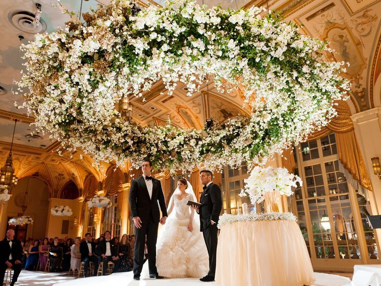 Here S How Much Couples Spend On Wedding Flowers Wedding Flowers Cost Budget Wedding Flowers Wedding Flowers