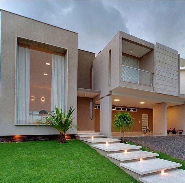 Pin von sisi djadjeva auf pinterest architektur for Modernes haus zaun